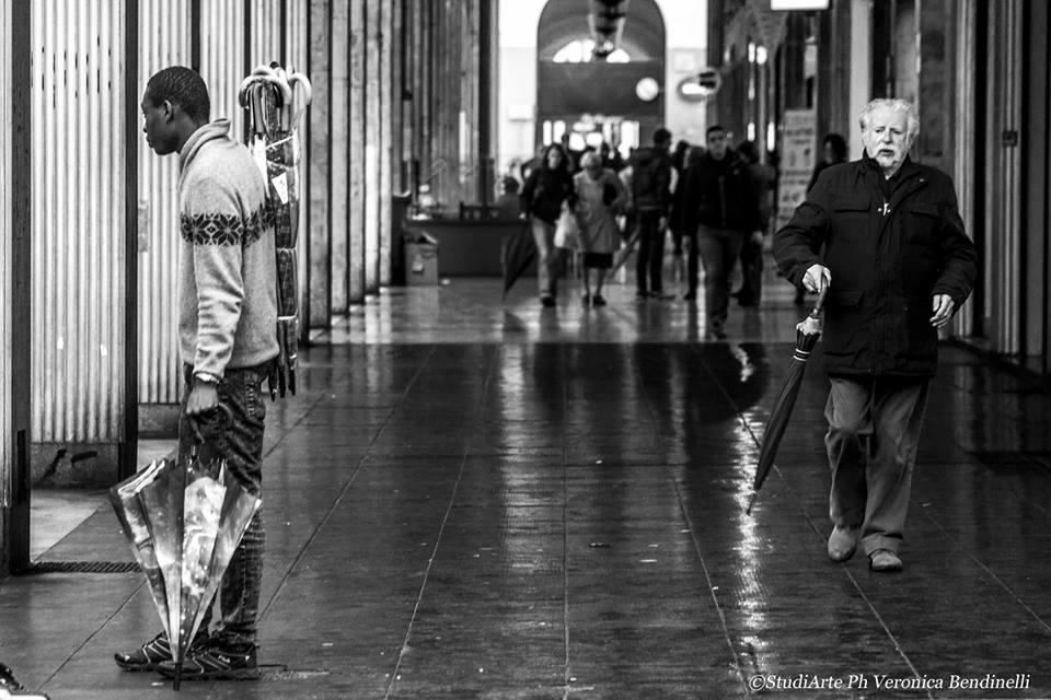 Street: gente, fotografia di Veronica Bendinelli