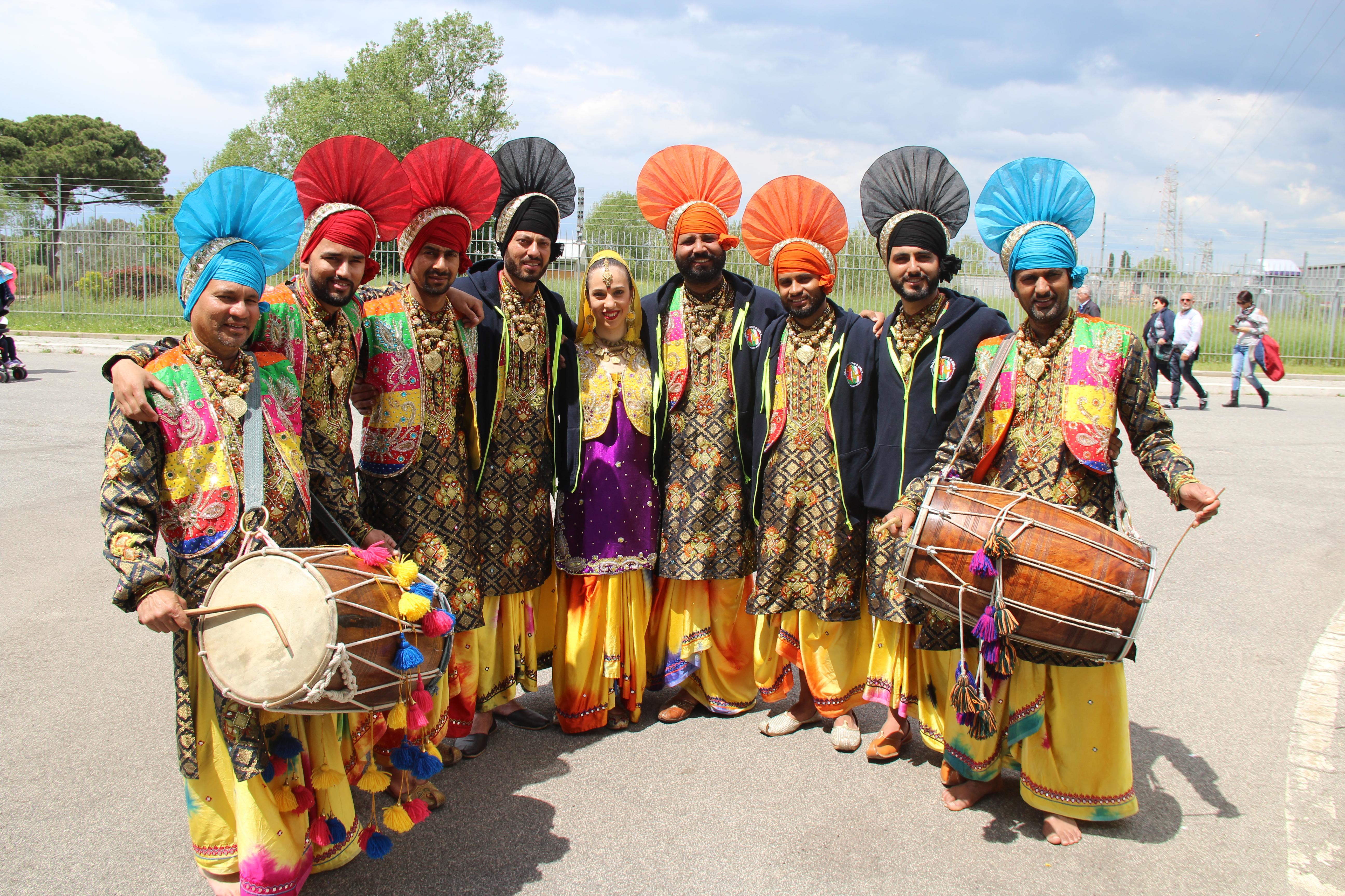 Bhangra Boys & Girls